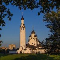 Храм Апостола Петра в лучах солнца :: Денис Бажан