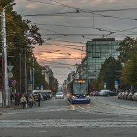 Трамвай на улице вечернего города :: Александр Творогов