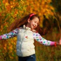 Танцуя с осенью... :: Светлана Карнаух