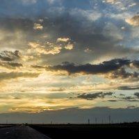 закат над трассой после грозы :: Дмитрий Потапкин