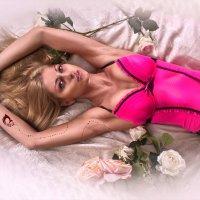 в постели с розами :: Veronika G