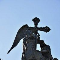 Женщина, олицитворяющая Россию, и благословляющий её ангел. :: Никифорова Галина