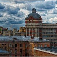 Небо над крышами :: Сергей Бережко