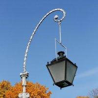 Фонарь и осень :: Вера Моисеева