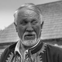 Портрет в национальном костюме. :: Ирина Краснобрижая