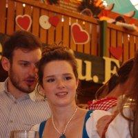 Красивейшая девушка на Октоберфест :: Serb