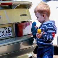 Моем, чистим, починяем - папе много помогаем! :: Николай Николенко