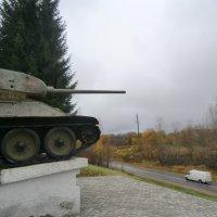 Великие Луки. Танк-памятник на Ступинской высоте... :: Владимир Павлов
