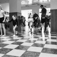 Будущие гимнастки. На тренировку. :: Алексей Окунеев