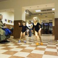 Будущие гимнастки. С тренировки. :: Алексей Окунеев