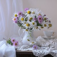 Лишь горький запах белых хризантем... :: Валентина Колова