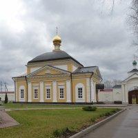 Троице-Варницкий монастырь. Трапезная церковь Введения во храм Пресвятой Богородицы :: Galina Leskova