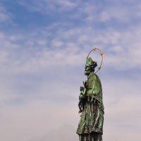 Моя любимая скульптура на Карловои мосту :: Ксения Базарова