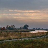 Рассвет у реки :: Дмитрий