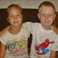 Сестричка и братик - троюродные! :))) :: Нина Корешкова