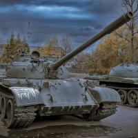я бы купил себе хорошую отечественную машину.. только кто меня в город на танке пустит?)) :: Александр Абакумов
