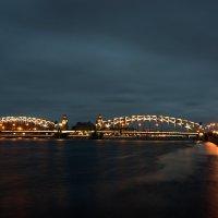 Горят фонари на мосту, Накрытые дымкой тумана... :: Сергей Костенко