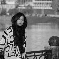 Портрет на фоне осеннего города :: Игорь Найда