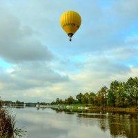 Воздушный шар над Влтавой. 24.10.2014 :: Lana Kasiková