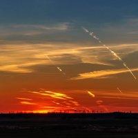 Химеотрассы на фоне заката. :: Анатолий Клепешнёв
