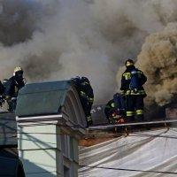 Пожар торгового центра (2) :: Александр Запылёнов