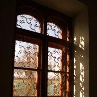 Окно в храме. :: Лилия Гудкова