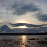 Закат над озером. :: Наталья Юрова