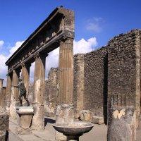 Невероятное ощущение света... Помпеи. Солнечный храм Аполлона, 5 в. до н. з. :: Леонид Нестерюк