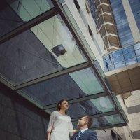 жених и невеста на фоне современно здания :: Ninka Ch Chubaryan