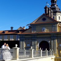 У входа в Несвижский  дворец Радзивилов :: Арина Минеева