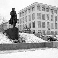 Памятник адмиралу Н.Г. Кузнецову (ч/б вариант) :: Елена Перевозникова