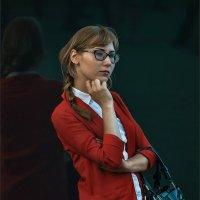Девушка в красном :: Александр Поляков
