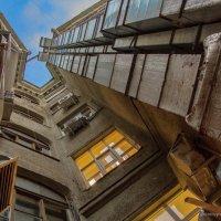 Дом-колодец... :: Ирина Терентьева
