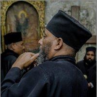 Эфиопы, православные христиане, вовремя вечерней молитвы«Израиль, всё о религии...» :: Shmual Hava Retro