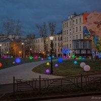 Разноцветный дворик :: Ирина Терентьева