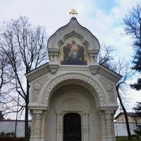 Часовня-памятник на месте захоронения князя Пожарского :: Galina Leskova