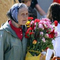 Заслуженные цветы или женщины из русских селений :: Олег Лукьянов