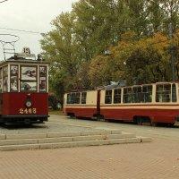Блокадный и современный трамваи :: Nika Polskaya