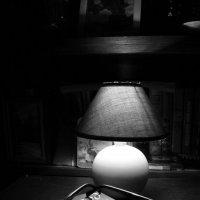 Вечер, лампа,тишина :: Людмила Быстрова