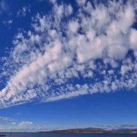 Облака над Геленджикской бухтой :: Валерий Дворников