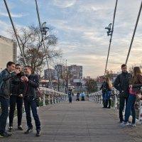 Мост влюбленных - любимое место  встреч :: Лидия Цапко
