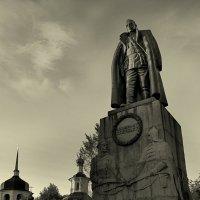 Памятник :: Сергей Шишков