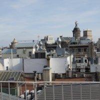 Вид с крыши Дома Бальо {дом с черепами, Гауди } :: Михаил Сбойчаков