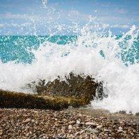 Волны разбивающиеся о камень. :: Андрей Гриничев