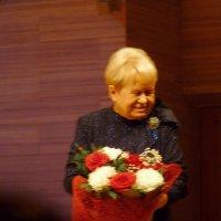 """цветы   """" для  ЖЕНЩИНЫ, КОТОРУЮ  ПОЮТ ........"""" :: Galina Leskova"""