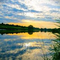 закат на реке :: Владимир Гудованый