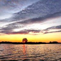 Рассвет на Бородаевском озере :: Валерий Талашов