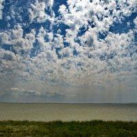 Небо над озером :: Ольга Голубева