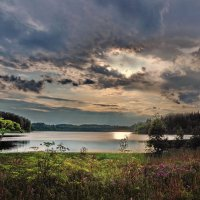 У озера :: Валерий Талашов