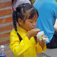 Вкусное мороженое :: Михаил Рогожин